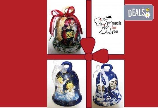 Подарък за празниците! Рисувана бутилка червено вино с празнична декорация + арт камбанка от Music for You! - Снимка 3