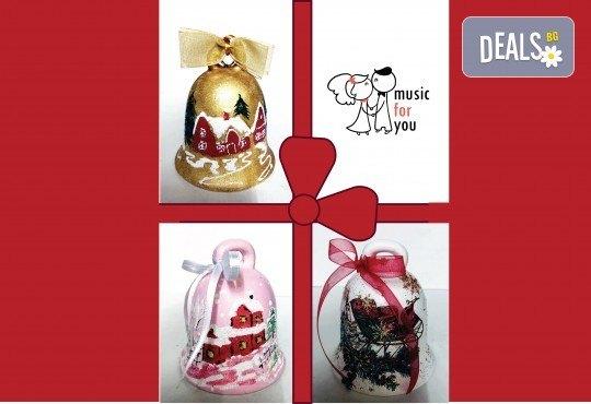 Подарък за празниците! Рисувана бутилка червено вино с празнична декорация + арт камбанка от Music for You! - Снимка 7