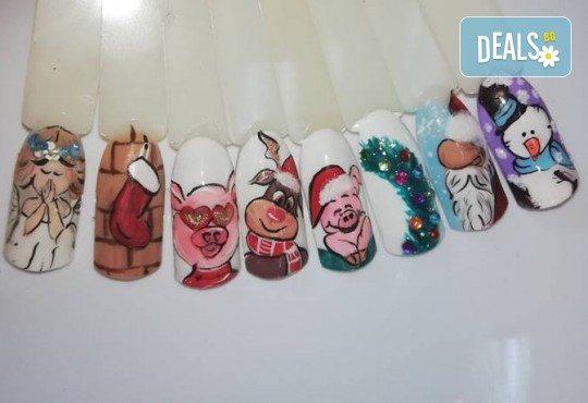 Маникюр за Коледа с 2 или 4 рисувани декорации: Дядо Коледа, елени, снежинки, елха, 3D топки в салон за красота Miss Beauty! - Снимка 10