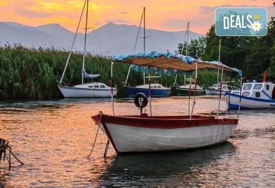 Коледна магия край Охридското езеро! 2 нощувки със закуски и празнични вечери в Охрид, транспорт и програма в Скопие! - Снимка 5