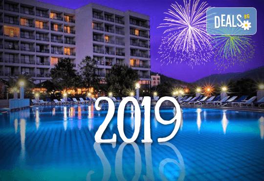 Посрещнете Нова година 2019 в хотел Tusan Beach Resort 5*, Кушадасъ, с Глобус Холидейс! Пакети с 3 или 4 нощувки на база All Inclusive, Новогодишна вечеря, възможност за транспорт - Снимка 1
