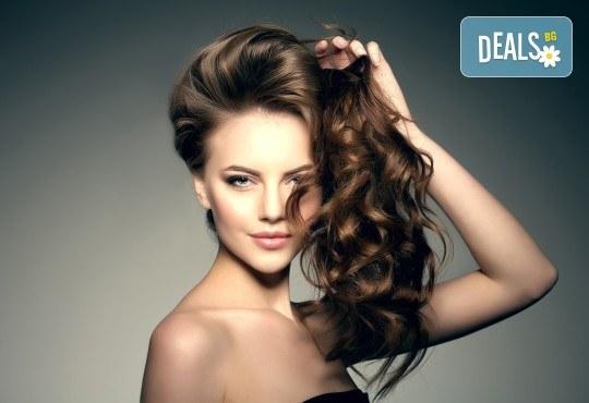 Чисто нова визия! Масажно измиване, подстригване и сешоар в салон за красота Noni Style - Снимка 1