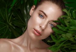 Почистване на лице с ултразвукова шпатула и дълбоко почистваща терапия за лице в 9 стъпки с прополис и чаено дърво за проблемна и акнетична кожа в салон за красота Noni Style! - Снимка