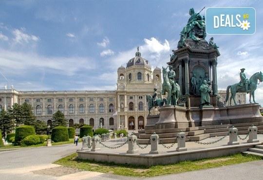 Приказна Нова година във Виена, Австрия! 3 нощувки със закуски в Oekotel Korneuburg 3*, транспорт и посещение на Будапеща! - Снимка 3