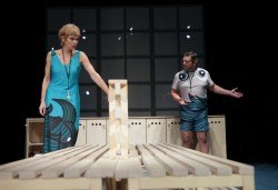 Гледайте Законът на Архимед в Малък градски театър Зад канала на 24-ти ноември (събота) от 19 часа! - Снимка