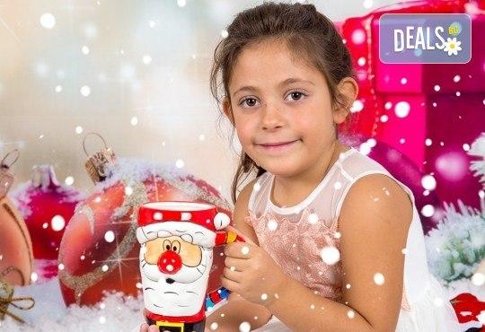 Професионална Коледна фотосесия в студио - индивидуална, детска или семейна, с до 100 обработени кадъра + 10 със специални ефекти от Arsov Image! - Снимка 3
