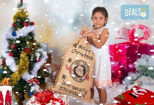 Професионална Коледна фотосесия в студио - индивидуална, детска или семейна, с до 100 обработени кадъра + 10 със специални ефекти от Arsov Image! - Снимка 4