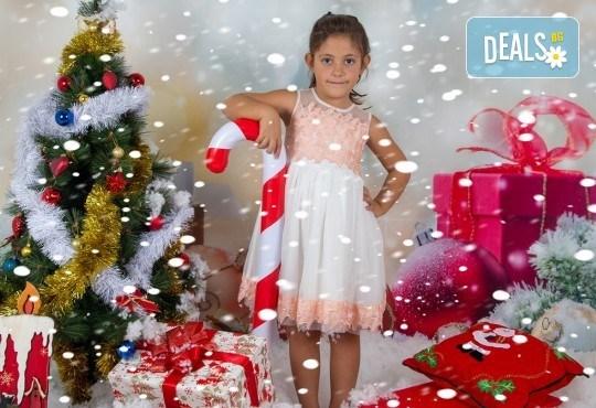 Професионална Коледна фотосесия в студио - индивидуална, детска или семейна, с до 100 обработени кадъра + 10 със специални ефекти от Arsov Image! - Снимка 6