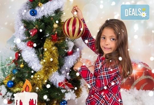 Професионална Коледна фотосесия в студио - индивидуална, детска или семейна, с до 100 обработени кадъра + 10 със специални ефекти от Arsov Image! - Снимка 2