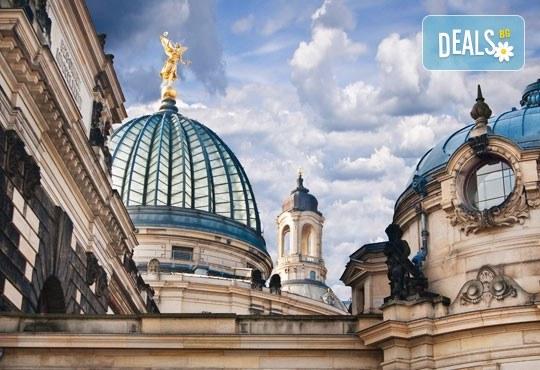 Коледна магия в Будапеща, Виена и Прага! 5 нощувки със закуски, транспорт, водач и възможност за посещение на Дрезден! - Снимка 16