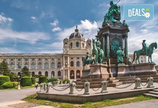 Коледна магия в Будапеща, Виена и Прага! 5 нощувки със закуски, транспорт, водач и възможност за посещение на Дрезден! - Снимка 11