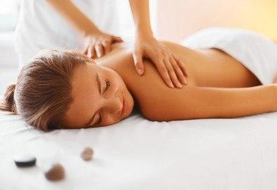40-минутен лечебен и болкоуспокояващ масаж на гръб при дископатия, плексит и напрежение в мускулатурата във фризьоро-козметичен салон Вили в кв. Белите брези! - Снимка