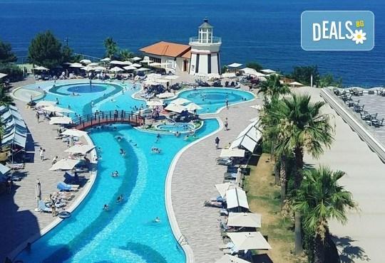 Ранни записвания за лятна почивка в Sea Light Resort Hotel 5*, Кушадасъ, Турция! 5 или 7 нощувки на база 24 ч. Ultra All Inclusive, безплатно за дете до 13 г., възможност за транспорт! - Снимка 5