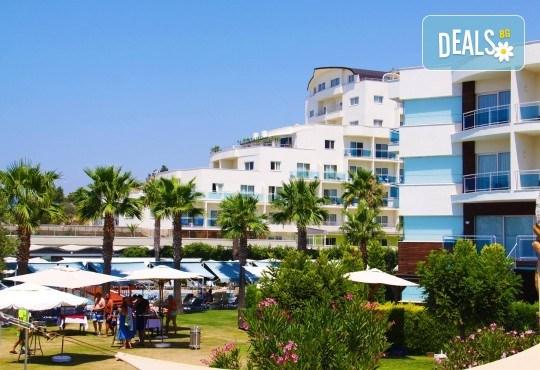 Ранни записвания за лятна почивка в Sea Light Resort Hotel 5*, Кушадасъ, Турция! 5 или 7 нощувки на база 24 ч. Ultra All Inclusive, безплатно за дете до 13 г., възможност за транспорт! - Снимка 2
