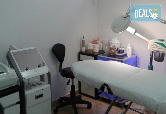 Гладка и свежа кожа! Водно дермабразио за лице и почистваща маска в салон за красота Алма Морел - Снимка 5