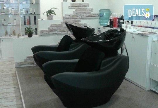 Гладка и свежа кожа! Водно дермабразио за лице и почистваща маска в салон за красота Алма Морел - Снимка 10