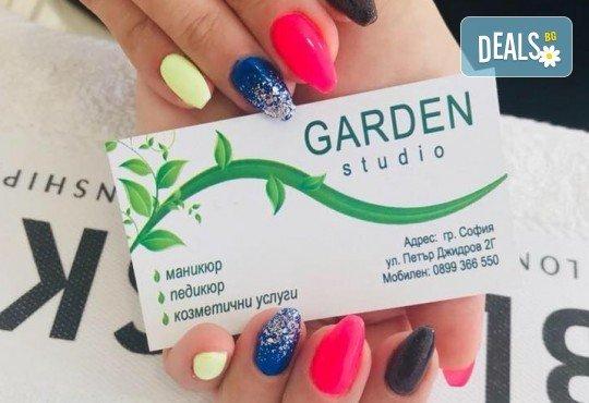 Празнични цветове! Дълготраен маникюр с гел лак Bluesky и 2 красиви декорации в Garden Studio! - Снимка 5