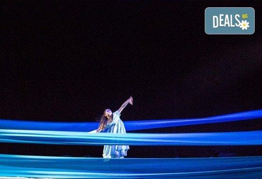 На театър с децата! Гледайте Алиса в страната на чудесата на 22.12. от 11 ч. в Младежки театър, голяма сцена! 1 билет - Снимка 3