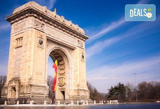 Предколедна екскурзия до Румъния със Запрянов Травел! 2 нощувки със закуски в Синая, транспорт, посещение на Коледния базар в центъра на Букурещ и панорамна обиколка - Снимка 1