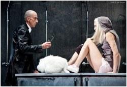 Гледайте спектакъла Килър Джо с Малин Кръстев на 22-ри декември (събота) в Малък градски театър Зад канала! - Снимка