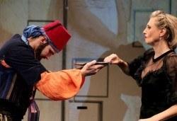 Гледайте Лилия Маравиля в Госпожа Министершата на 28.12. от 19 ч., Театър София, билет за един - Снимка