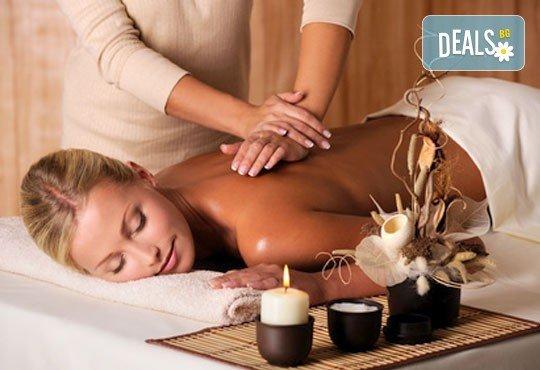 Лечебен масаж на гръб със загряващо олио Билков микс с наблягане на проблемна зона в студио Giro! - Снимка 3