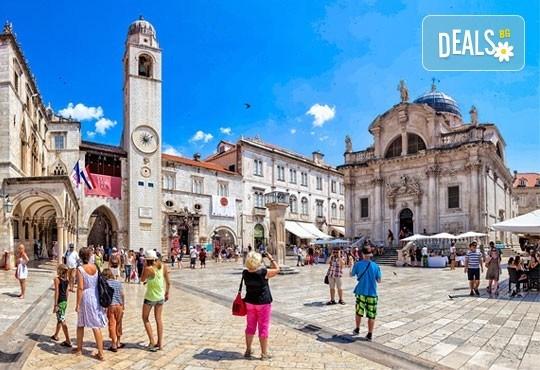 Нова година на Черногорската ривиера! 4 нощувки със закуски и вечери в Hotel Palma 4* в Тиват, транспорт и екскурзия до Дубровник и Котор! - Снимка 11