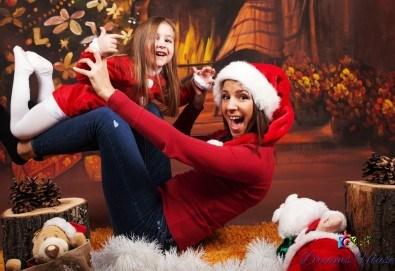 Коледна фотосесия - индивидуална, детска или семейна, с много тоалети и декори, 15 обработени кадъра и подарък: прическа със сешоар от Студио Dreams House! - Снимка