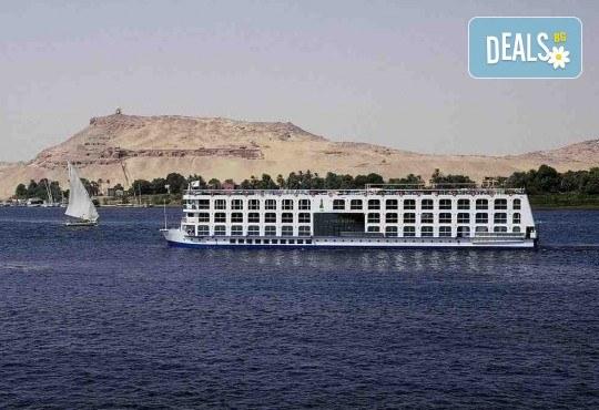 Нова Година в Египет, с Дрийм Холидейс! Самолетен билет, трансфери, 3 нощувки на база All Inclusive в Хургада, 3 на круизен кораб 5*, Гала вечеря на борда на круизния кораб - Снимка 2