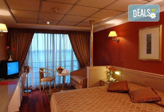 Нова Година в Египет, с Дрийм Холидейс! Самолетен билет, трансфери, 3 нощувки на база All Inclusive в Хургада, 3 на круизен кораб 5*, Гала вечеря на борда на круизния кораб - Снимка 4