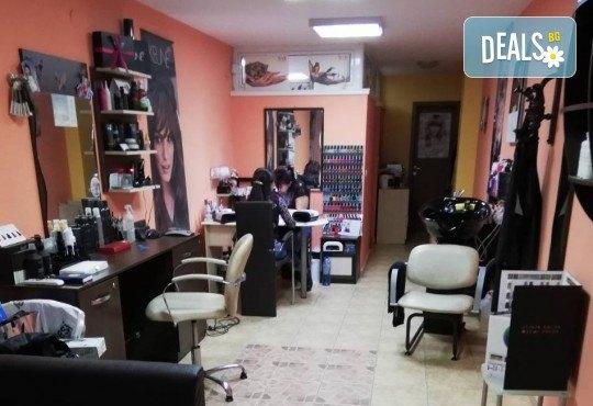 Подстригване, терапия по избор: подхранваща, ботокс или за запазване на цвета, и оформяне на прическа със сешоар в салон за красота Дамалия! - Снимка 6