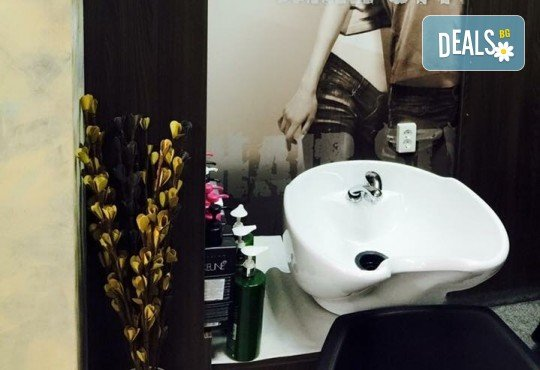 Почистване на лице и хидратираща терапия или терапия с фито-стволови клетки с козметика по избор от салон Incanto Dream в Студентски град! - Снимка 4