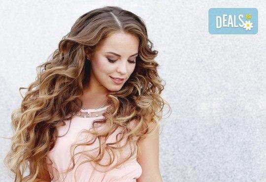Слънце в косите! Балеаж или едноцветни кичури с продукти на Matrix, подстригване, матиране и оформяне със сешоар в салон за красота Bella Style! - Снимка 2
