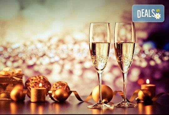 Четиризвездна Нова година в Скопие, Македония! 2 нощувки със закуски в Hotel Ibis 4*, Новогодишна вечеря и транспорт! - Снимка 1