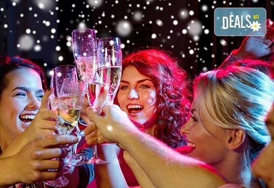Четиризвездна Нова година в Скопие, Македония! 2 нощувки със закуски в Hotel Ibis 4*, Новогодишна вечеря и транспорт! - Снимка 2