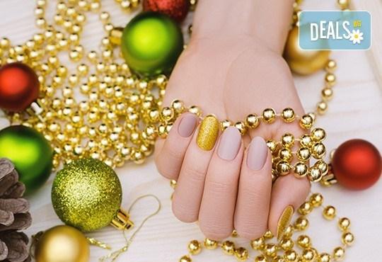 Дълготраен маникюр или педикюр с гел лак BlueSky или Nika Nagel, сваляне на стар гел лак и 2 ръчно рисувани декорации в V&A Glamour Beauty Salon! - Снимка 1