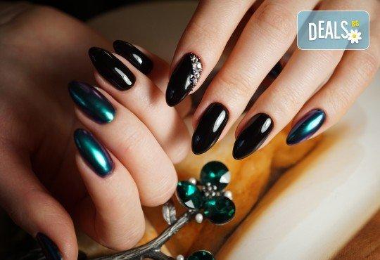 Изграждане на ноктопластика с гел, маникюр с гел лак BlueSky или Nika и 2 декорации в V&A Glamour Beauty Salon! - Снимка 3