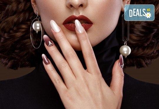 Изграждане на ноктопластика с гел, маникюр с гел лак BlueSky или Nika и 2 декорации в V&A Glamour Beauty Salon! - Снимка 1
