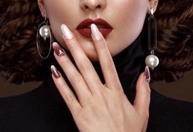Изграждане на ноктопластика с гел, маникюр с гел лак BlueSky или Nika и 2 декорации в V&A Glamour Beauty Salon! - Снимка