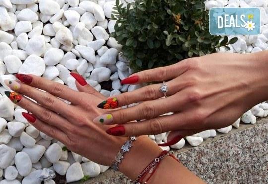 Изграждане на ноктопластика с гел, маникюр с гел лак BlueSky или Nika и 2 декорации в V&A Glamour Beauty Salon! - Снимка 9