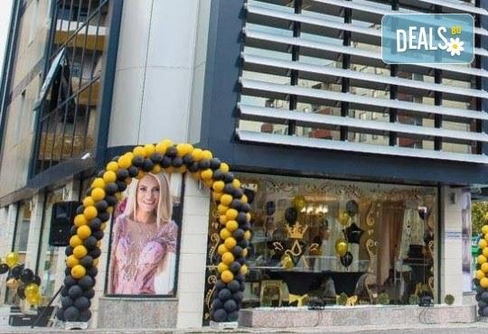 Изграждане на ноктопластика с гел, маникюр с гел лак BlueSky или Nika и 2 декорации в V&A Glamour Beauty Salon! - Снимка 13