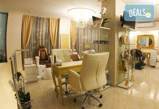 Изграждане на ноктопластика с гел, маникюр с гел лак BlueSky или Nika и 2 декорации в V&A Glamour Beauty Salon! - Снимка 12