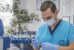 Красива усмивка! Почистване на зъбен камък с ултразвуков скалер в дентален кабинет д-р Чорбаджаков - жк Дружба - Снимка