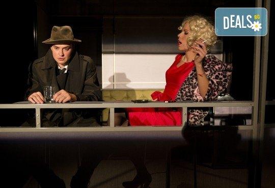 Вечер на комедията с Апартаментът на 4-ти декември (вторник) в Малък градски театър Зад канала! - Снимка 1