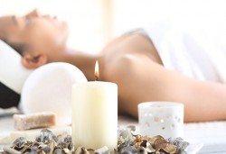 Блажен релакс! 60-минутен масаж със свещ на гръб или цяло тяло по избор в V&A Glamour Beauty Salon! - Снимка
