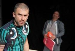 Гледайте Законът на Архимед в Малък градски театър Зад канала на 11-ти декември (вторник) от 19 часа! - Снимка
