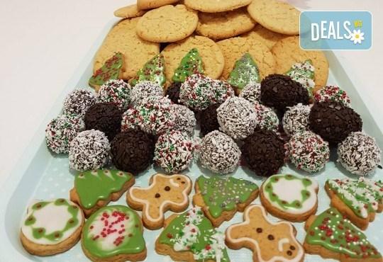 За Коледа! Един килограм коледни сладки: кукис с бял шоколад, декорирани коледни курабии, шарени, шоколадови и снежни топки от Приказка от сладкиши! - Снимка 2