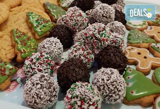 За Коледа! Един килограм коледни сладки: кукис с бял шоколад, декорирани коледни курабии, шарени, шоколадови и снежни топки от Приказка от сладкиши! - Снимка 4