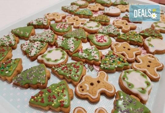 За Коледа! Един килограм коледни сладки: кукис с бял шоколад, декорирани коледни курабии, шарени, шоколадови и снежни топки от Приказка от сладкиши! - Снимка 5