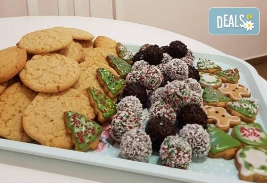 За Коледа! Един килограм коледни сладки: кукис с бял шоколад, декорирани коледни курабии, шарени, шоколадови и снежни топки от Приказка от сладкиши! - Снимка 6